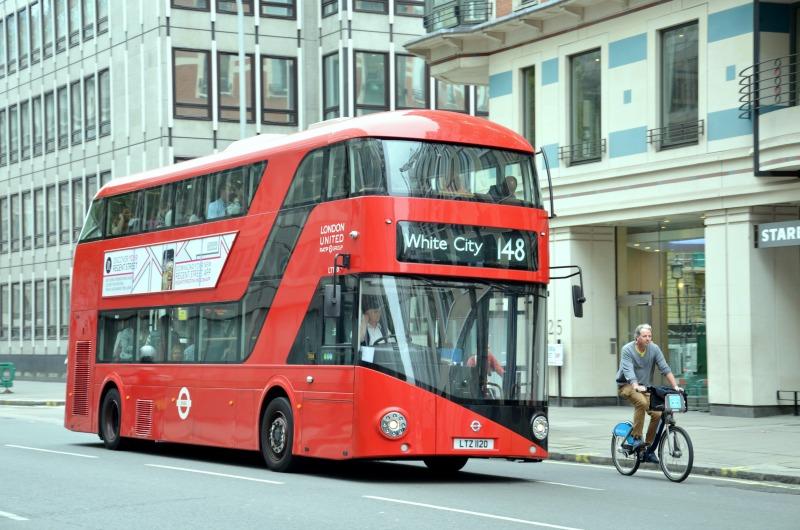 czerwony autobus, Londyn, Wielka Brytania, wpadki podróżnicze, buycheaplookfit, weekend w Londynie