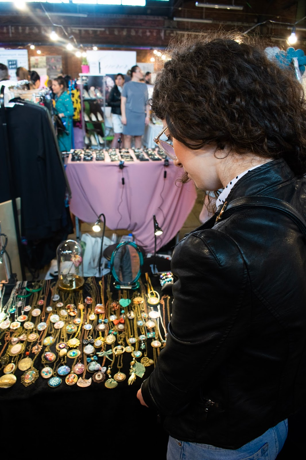 kwiaty i kropka, mydlarnia cztery szpaki, bali clicks, klucz do ogrodu, mydło stacja, sweetbath, Vintispace, Querer, alchemia lasu, Fashion meeting, naturalne kosmetyki, zajezdbia dąbie, wrocław, zakreecona, zakreecona.pl targi modowe, targi kosmetyczne, natural, Aniesbrand,