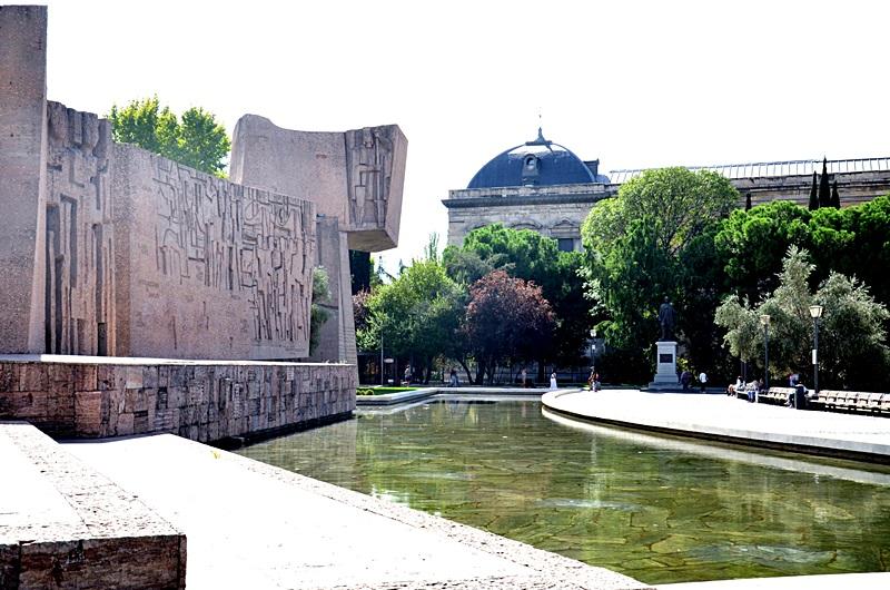 Madryt, zwiedzanie, Hiszpania, wakacje, oitfit, bloger, retiro, plaza major, miasto, kapital, pomysł na weekend, zakreecone, blogerka, park, stylizacja, outfit