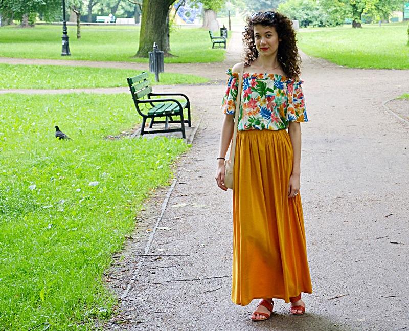 długa spódnica, SH, outfit, zakreecona, blog, blogerka, Łódź, bluzka hiszpanka, kręcone włosy, żółty